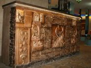 طرح نقش برجسته ، طرح کتیبه های سفالی ،نمای داخلی رستوران نارنج اصفهان