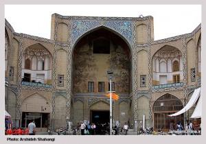 بازار قیصریه برسر راه عبور کاروانهایی که از چهار سوی فلات ایران به تختگاه اصفهان می امدند